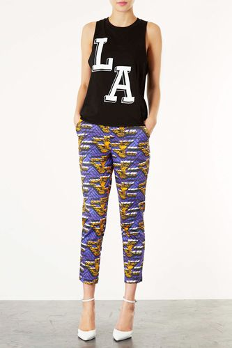 LA is for Louisiana, Right? It must be bc those pants are LSU all the way