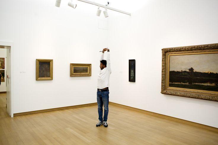 Museumbezoekers kijken vaak maar een paar seconden naar een schilderij. Terwijl we beelden en hun onderschriften vluchtig 'lezen,' verleren we het kijken. Doe het deze herfst eens anders als je naar het museum gaat.