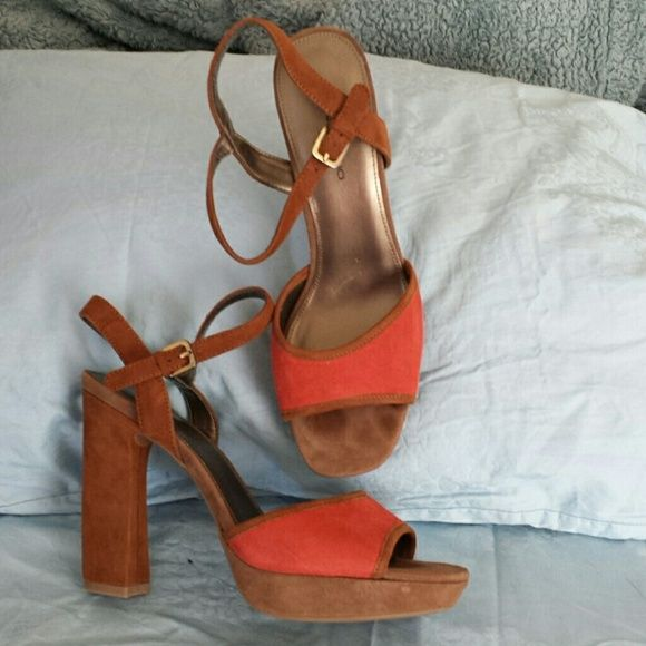 Bandolino..Some serious hot heels These are a two tone Bandlino 4in.heel with a 1 in platform super comfy worn around the house that's it. Bandolino Shoes Platforms