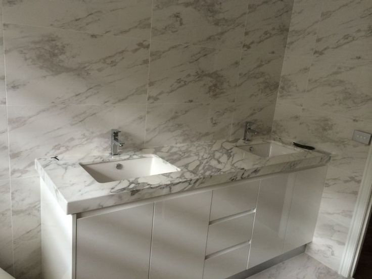 Vanity Splashbacks, made from Vanity Stone, are a lightweight non-porous surface that can be quickly and easily adhered to most walls to instantly create an easy-clean grout free, streak free non-porous surface, that both protects and beautifies.