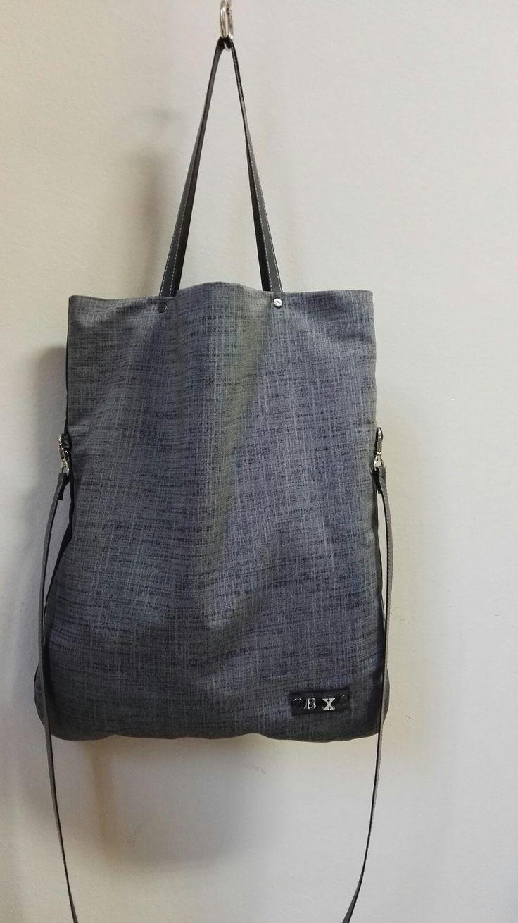 Bolso totte doble posicion en gris y negro By Xana