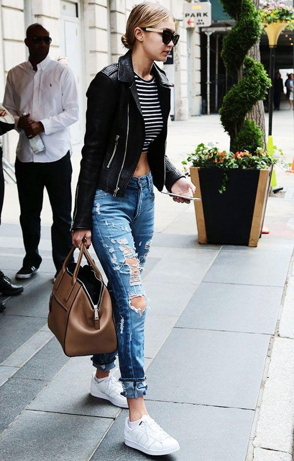 look-de-street-style-gigi-hadid-calca-jeans-blusa-listras
