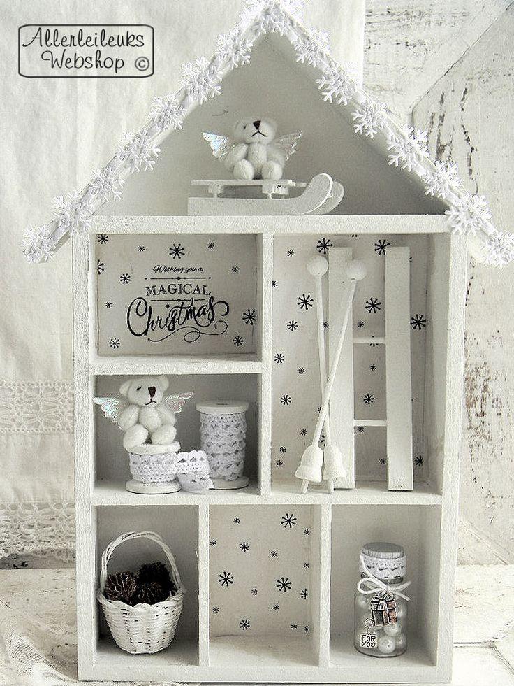 Schattig nostalgisch kersthuisje in winter wit, alle materialen en een beschrijving vind je in onze webshop!