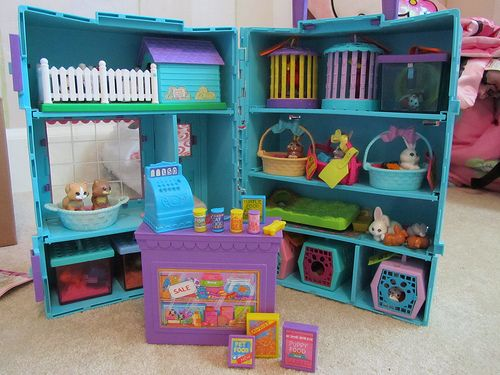 The Littelest Pet Shop! Before they turned it into those big-eyed things they sell now..: Little Pet Shops, Littlest Petshop, Childhood Memories, All Littlest Pet Shops, 80S90S Toysgamesbook, Shops Playset, Kids, The Originals, Vintage Littlest Pet Shops