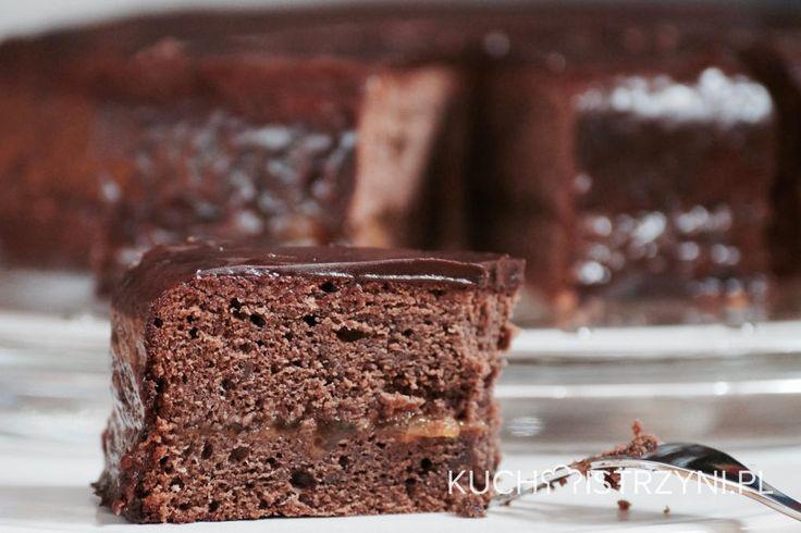 Przygotuj bezglutenowy i bezmleczny tort Sachera. To wspaniały przysmak dla wszystkich miłośników czekolady i konfitury morelowej.