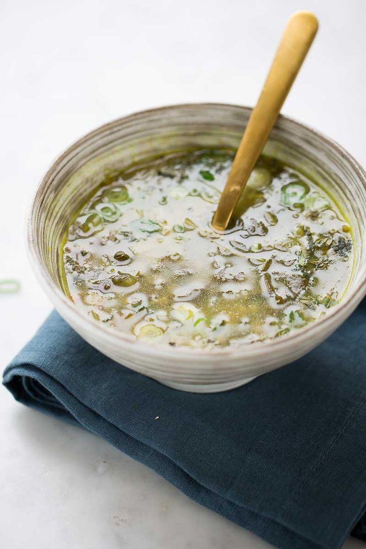 Sopa verde de chícharo seco con hierbas frescas - Piloncillo&Vainilla