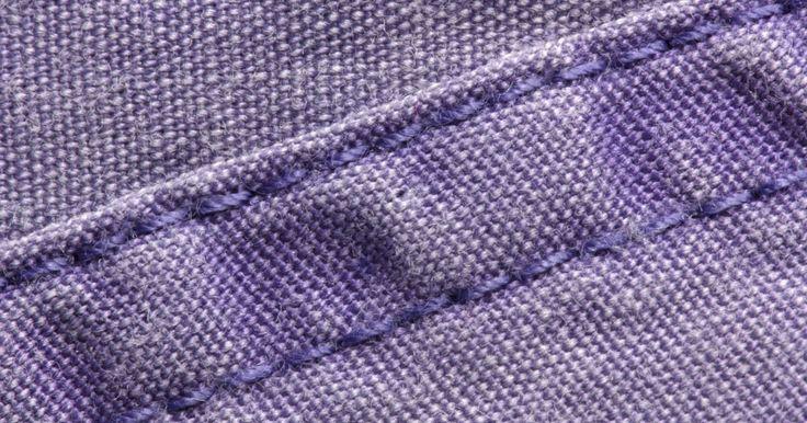 Como fazer uma saia assimétrica. Padrões e cortes assimétricos são muito modernos e elegantes. Se você está cansado de desenhos simples e simétricos, apimente o seu guarda-roupa com uma saia assimétrica. Ela é simplesmente uma saia com uma bainha angular. Use a bainha angular para o lado ou vire a saia para vestir essa ela na frente ou nas costas. Seja você uma costureira ...