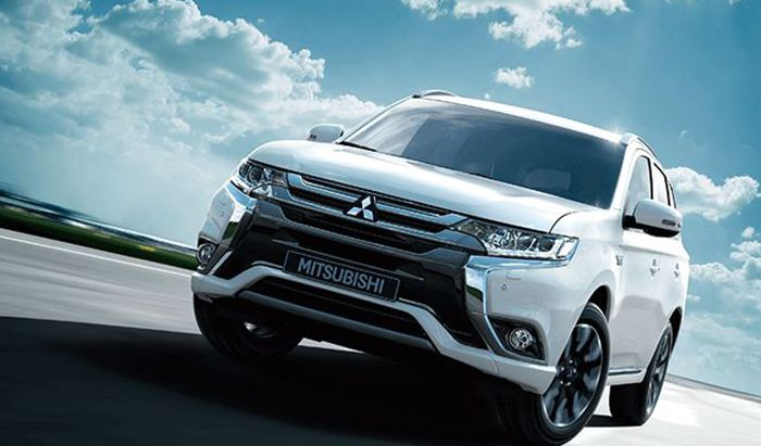 new 2016 Mitsubishi Outlander PHEV review. a plug-in hybrid SUV that, according to the official figures, feature no less than 156mpg 42g/km of CO2