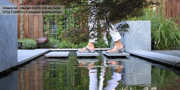 http://vangeldertuinen.nl/wp-content/uploads/2012/10/luxe-tuin-ridderkerk-tuinontwerp-ridderkerk-tuinaanleg-bijzondere-tuin-tuin-van-het-jaar-2012-van-gelder.jpg