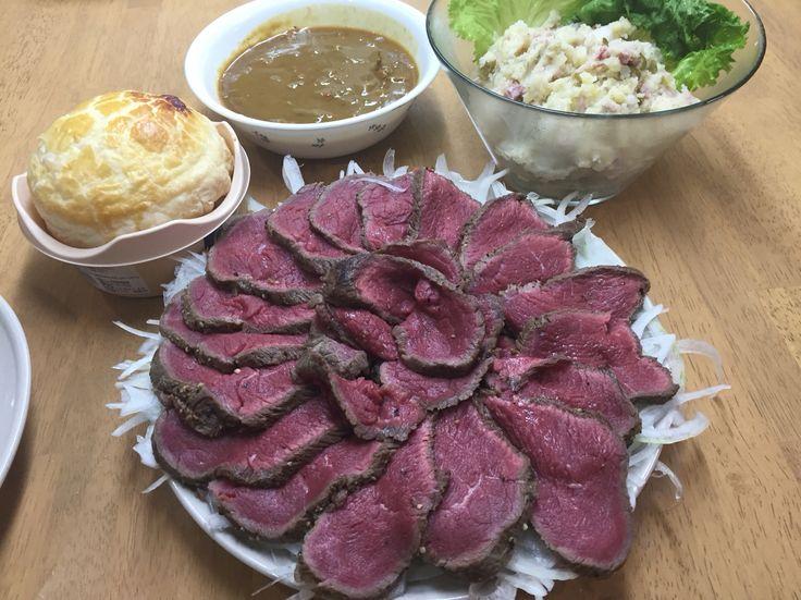 肉のたたき、ポテサラ、スープのパイ皮包み( ̄(エ) ̄)v