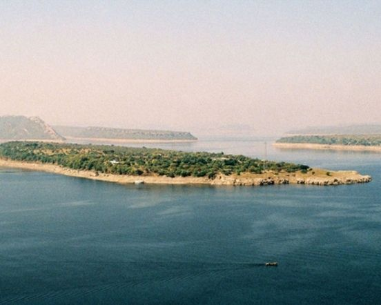 Nagarjunakonda – An island located in the Guntur District, Andhra Pradesh. Very familiar for the landscape with valley located near dam and has waterfalls in its proximity!