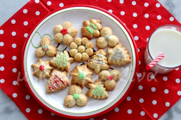 μικρή κουζίνα: Μπισκοτάκια βουτύρου - Spritz cookies