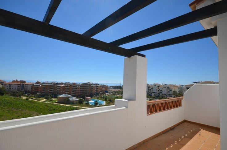 Takvåningar i La Duquesa med 2 sovrum och 2 badrum och garage inkluderat i priset. Takvåningar från 118200 euro.