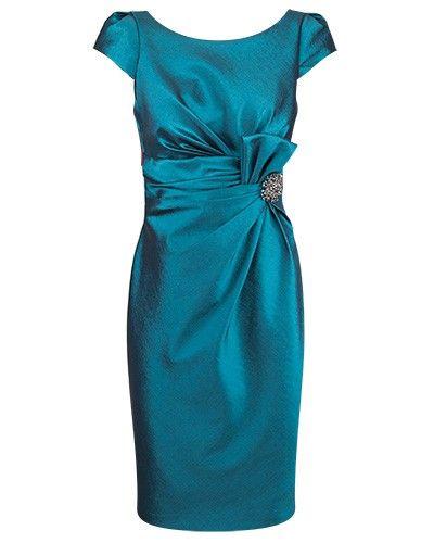 Vintage Bride ~ Mother of the Bride dress by Anthea Crawford ~ #vintagebride #vintagewedding #vintagebridemagazine #motherofthebride #motherofthegroom