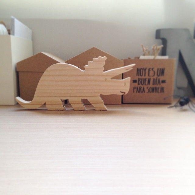 Dinosaurio de madera triceratops The Crazy Craftsman. Instagram photo by @anthologiedepapier (Noelia) | Iconosquare