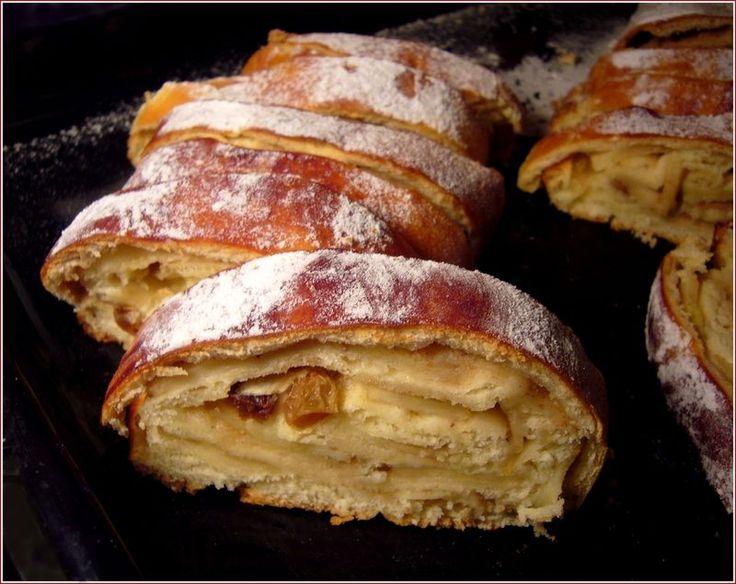 Strucla ( brioche polonaise) fourrée aux pommes, raisins secs et cannelle