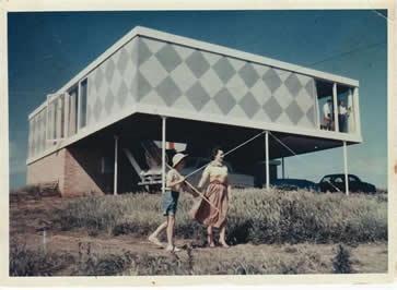 Robin Boyd  Marriott House, Flinders 1954  exterior.  Secret Design Studio knows Mid Century Modern in Melbourne, www.secretdesignstudio.com