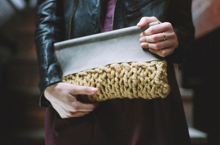 Вязаный, кожаный клатч (трафик) / Сумки, клатчи, чемоданы / Своими руками - выкройки, переделка одежды, декор интерьера своими руками - от ВТОРАЯ УЛИЦА