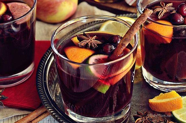 Es gibt doch kaum etwas schöneres, als einen leckeren und fruchtigen Glühwein an so kalten und dunklen Abenden. Ob auf dem Weihnachtsmarkt, daheim auf dem Sofa während dem lesen eines Buch oder als Cocktail vor dem gemütlichen Weihnachtsessen mit der Familie. Um euch einfache und leckere Rezepte für die Weihnachtstafel …
