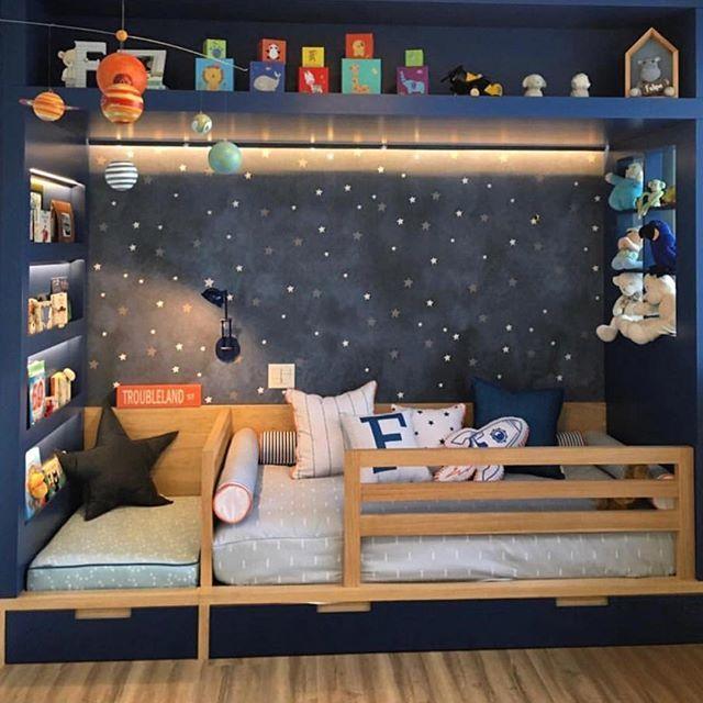 Para Sonhar Com As Estrelas Espaco Super Ludico E Cheio De Personalidade Em Ser Astronauta Boy Girl Bedroom Toddler Bedrooms Baby Room Decor
