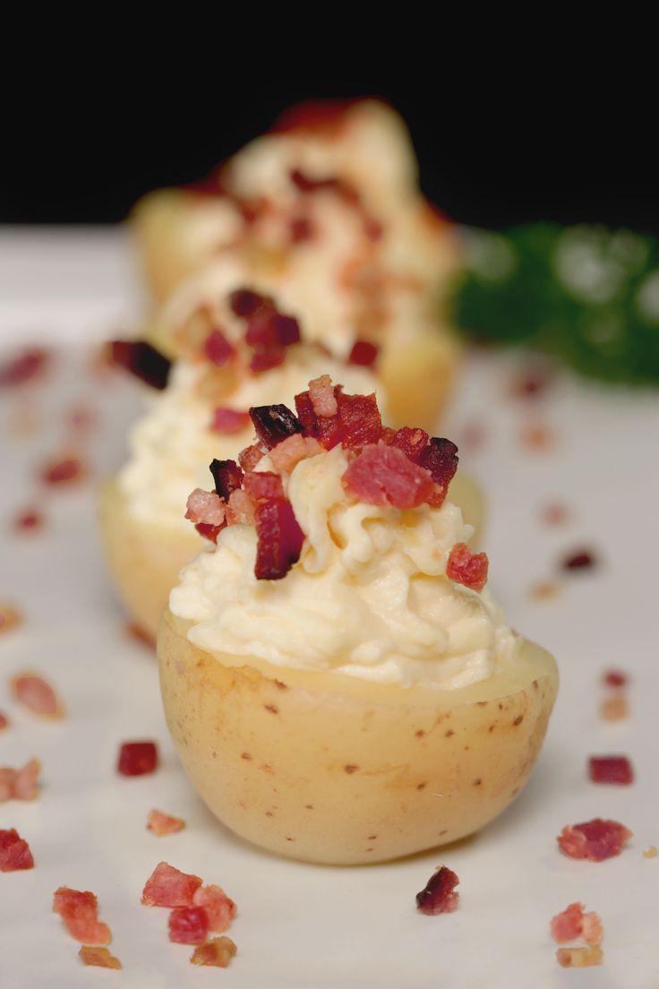 Experimente fazer esta Batata recheada! É prática e, além disso, é um petisco delicioso para seu jantar!