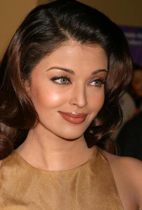 Aishwarya Rai. To me, one of the top beauties of our time.