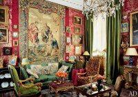 Зеленые шторы в гостиной с антикварной мебелью