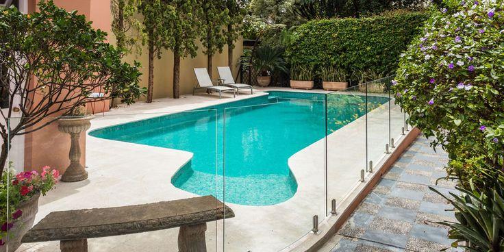Melba Limestoner Paver #Naturalstone #idealpoolpavers #copingpaver #curvedpool #slash #poolside #limestone #outdoordesign #summer poolsurrounds #poolbuilder #themodernlandscaper #outdoorleaving