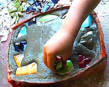 garden stepping stones: Gardens Ideas, Gardens Stones, Classic Summer Crafts For Kids, Step Stones Father, Garden Stepping Stones, Art Gardens, Crafty Crows, Crafts Ideas Kiddo, Gardens Step Stones