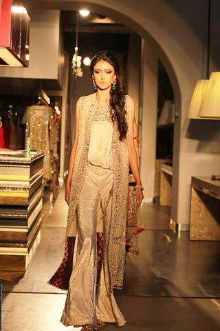 Shehla Chatoor Showcased Oriental Inspired Collection in New Delhi Exhibition