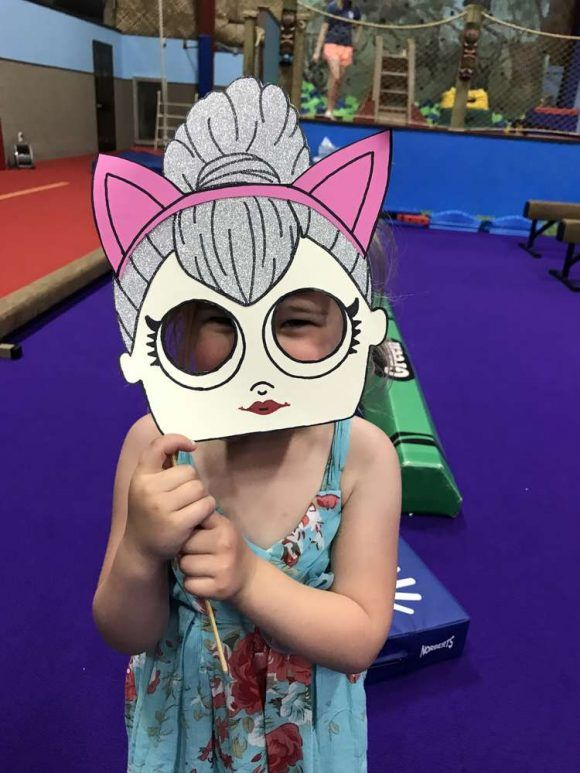 Lol Überraschungspuppe Photo Booth   CatchMyParty.com #catchmyparty #partyideas #lols …   – Shimmer and shine Eva 4 bday