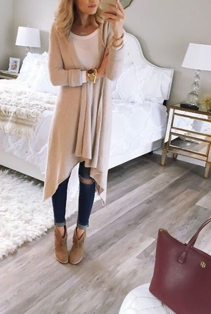I have no idea where I could wear something like this to (wouldn't work for work attire) but it looks so pretty and comfy!
