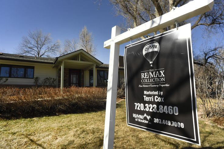 Good luck, homebuyers. Denver's housing inventory is lowest in 32 years    Metro Denver had a record low number of homes for sale at the end of February. There were 3,878 residential properties available for sale, the lowest monthly total in records going back to 1985.   http://feeds.denverpost.com/~r/dp-business/~3/FZzxMVLsEjg/