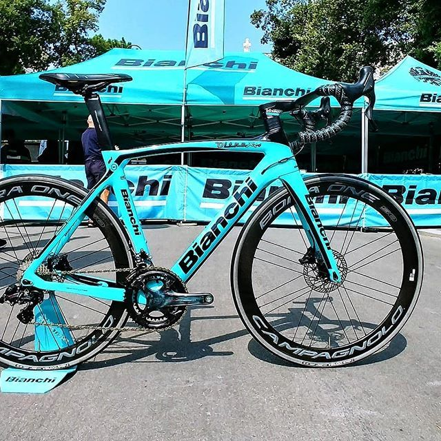 We Posted One Yesterday But This Bianchi Oltre Xr4 Disc Has Campagnolo 12 Speed On It Baaw Bianchi Cycling Roadbi Triathlon Bike Road Bikes Road Bike