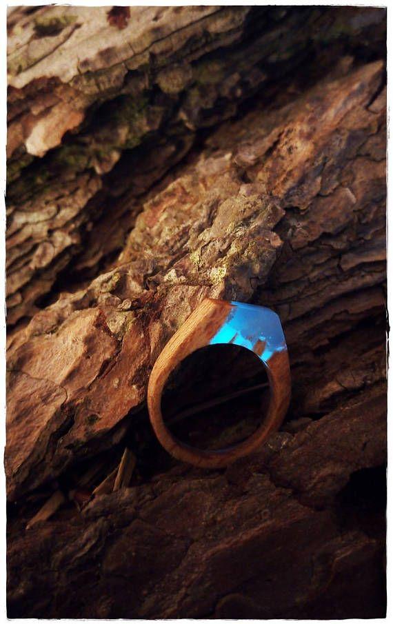 Bijoux / bague en résine phosphorescente et bois