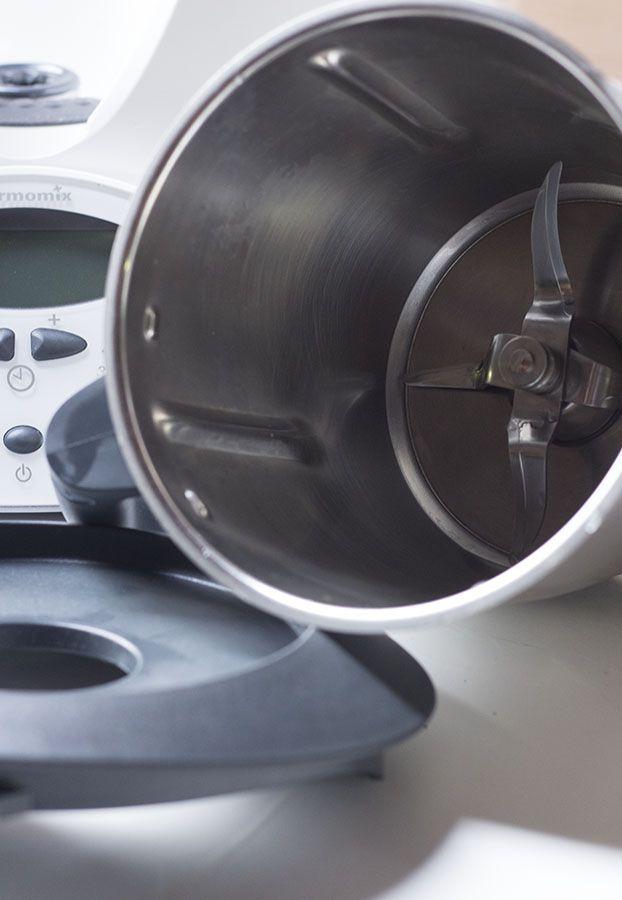 Como limpiar el vaso de la THERMOMIX. Es muy SENCILLO. ¡Se LIMPIA SOLITO! (no hace falta meter el vaso en el lavavajillas cada vez que lo usas)