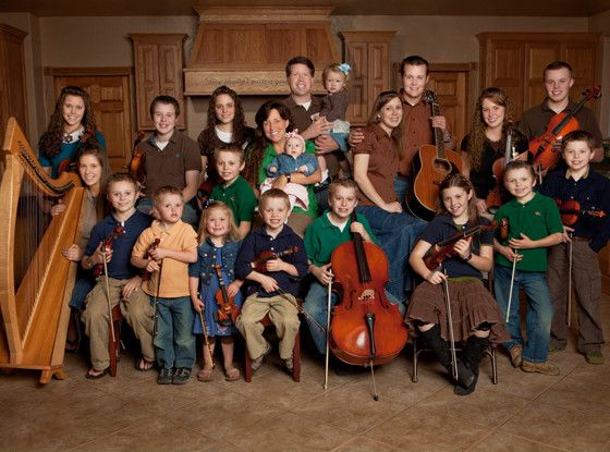 The Duggars Promote Their Own Petition to Keep 19 Kids and Counting on TLC Following Backlash  19 Kids and Counting, The Duggar Family