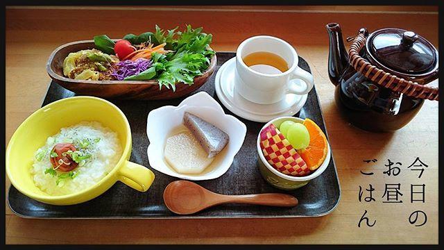 today's lunch time🍴 (きのうのお昼ごはん) 🌻ちりめん雑魚と梅干しの葱のお粥 🌻白だしおでん(大根とこんにゃく) 🌻カレー風味の和風カツとじ (玉葱・いんげん・油揚げ入り) 🌻サラダ フリルレタス・紫キャベツ・にんじん・トマト 🌻みかん・林檎・シャインマスカット 🌻黒豆茶  きのうは久しぶりにお粥で胃休め✨  #おうちごはん #おうちカフェ #手作りごはん #料理 #cooking #食器 #お皿 #献立 #menu #和食 #パおでん #お粥 #野菜 #vegetable  #健康 #ヘルシー #lunch #お昼ごはん #クッキングラム #デリスタグラマー #delimia #昼食 #lunch #food #肉 #fruits