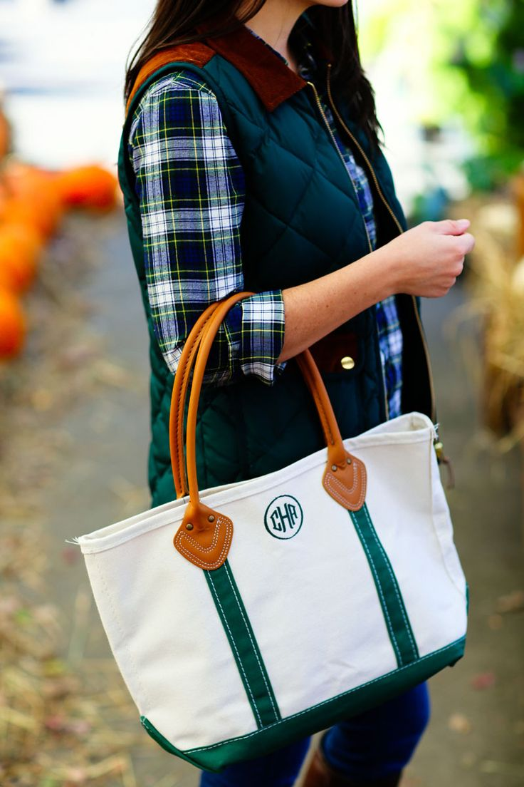 Connecticut fashion blogger Carly Heitlinger carries a medium LL Bean Boat and Tote