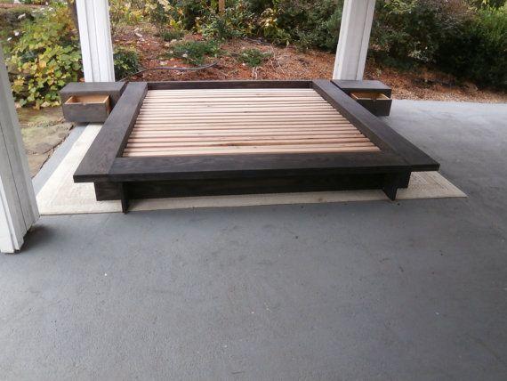 Low Platform Bed with wide Platform Sides di SolidCherryHeirlooms