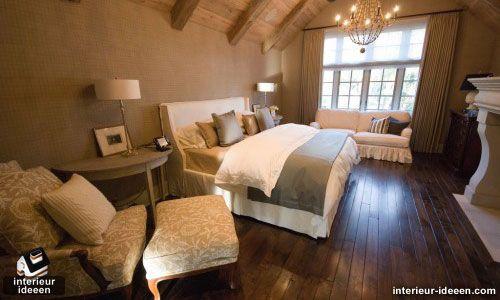 Knusse maar donkere slaapkamer. Romantisch en heerlijk om te ontspannen.