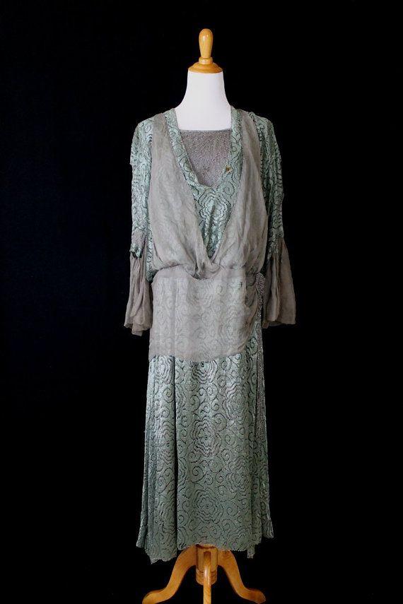 Antique en mousseline de soie, dentelle de soie et marcassite perlé fin Edwardian début Art déco thé robe petite taille