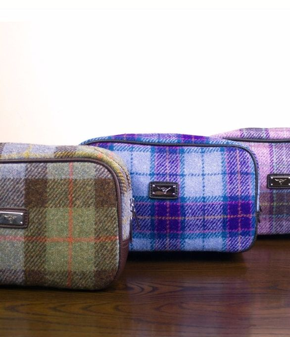 If your father appreciates luxury Scottish design, treat him to an authentic Harris Tweed washbag. Available in a range of colours to suit any taste.