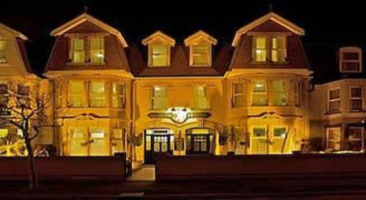 All Seasons Lodge Hotel Great Yarmouth A friendly, family-run hotel, All Seasons Lodge Hotel near Great Yarmouth is perfectly located just a short walk away from the beautiful, sandy beaches of Gorleston.  All Seasons Lodge Hotel boasts a honeymoon suite with luxurious spa bath.