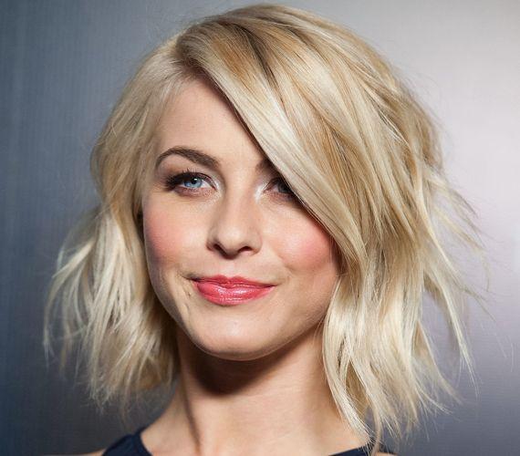 Julianne Hough frizurája a legjobb választás hétköznapokra: gyorsan elkészíthető, sőt. Ha alapból hullámos a hajad, bajlódni sem kell vele.