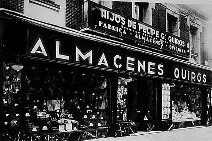 ALMACENES QUIRÓS (1880). El asturiano Felipe García Quirós abrió en la calle del Conde de Romanones un almacén de mercería en 1880. Fue el embrión para la familia Quirós de la futura cadena Cortefiel. Su ejemplo lo siguen hoy en esta calle y en las aledañas multitud de tiendas de moda con ventas al por mayor y al detal