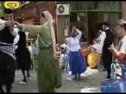 """Πλωμάρι Λέσβου, χορός """"Τα Ξύλα"""". Προβλήθηκε από την ΕΡΤ3, στην εκπομπή """"Ο τόπος και το τραγούδι του"""", με τον Γιώργο Μελίκη."""