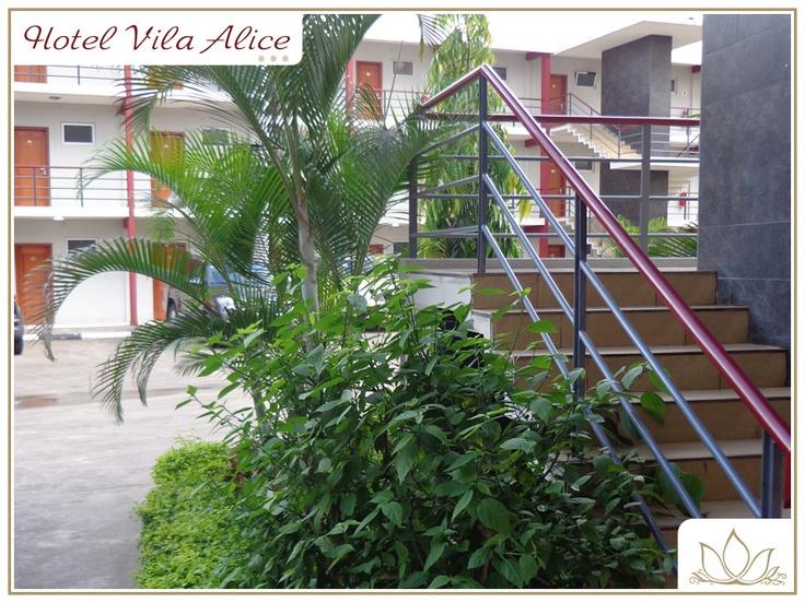 Somos uma unidade hoteleira de 3 estrelas, de concepção moderna, situada no centro da cidade de Luanda, Bairro Vila Alice, Rua Aníbal de Melo, com uma localização privilegiada e fácil acesso aos principais centros de negócios. Oferecemos quartos muito espaçosos, totalmente equipados, e grande facilidade de estacionamento.