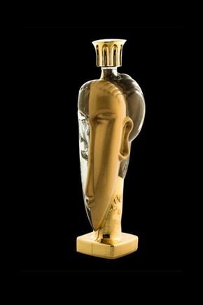 Água para todos os gostos, ou melhor, bolsos...  Acqua di Cristallo Tributo a Modigliani: desenhada por Fernando Altamirano, a garrafa de 1,25ml está equipada com ouro de 24kilates, água de nascente de França e das ilhas Fiji. Custa 42.742€