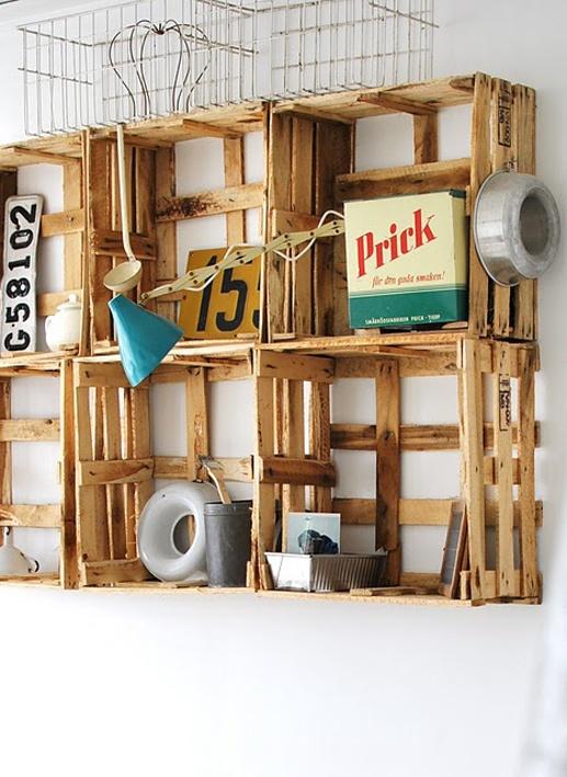crates on the wall: Buena Ideas, Decor Bathroom, Design Ideas, Ideas Modern, Crates Shelves, Back Porches, Clever Shelves Ideas, Wooden Crates, Bathroom Decor